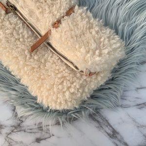 NWT Universal Threads Wristlet/Clutch
